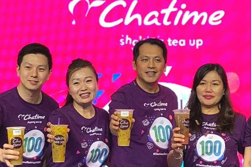 王耀輝夫妻(右二、右三)進軍海外市場時大力輔導台灣供應商,一起成長。(林哲良攝)