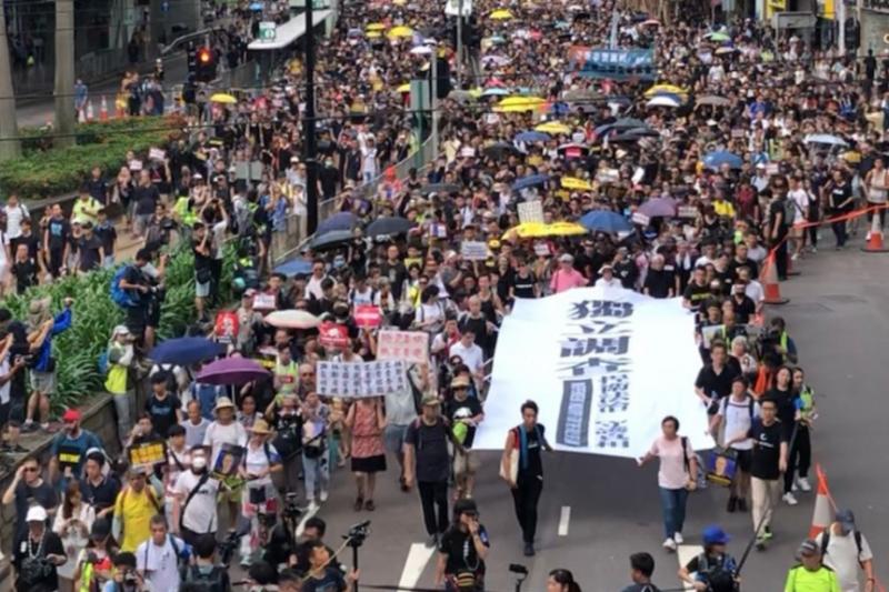 2019年7月21日香港民眾為反對可將港人引渡到中國大陸的《逃犯條例》修訂案再次舉行大遊行。(美國之音)