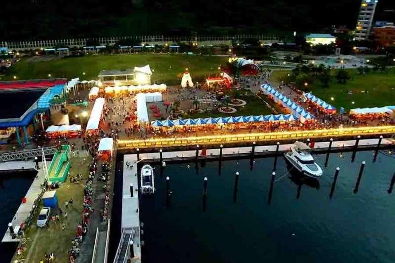 碧砂漁港夜晚吹海風、聽音樂,享受夏夜。(圖/基隆市政府提供)