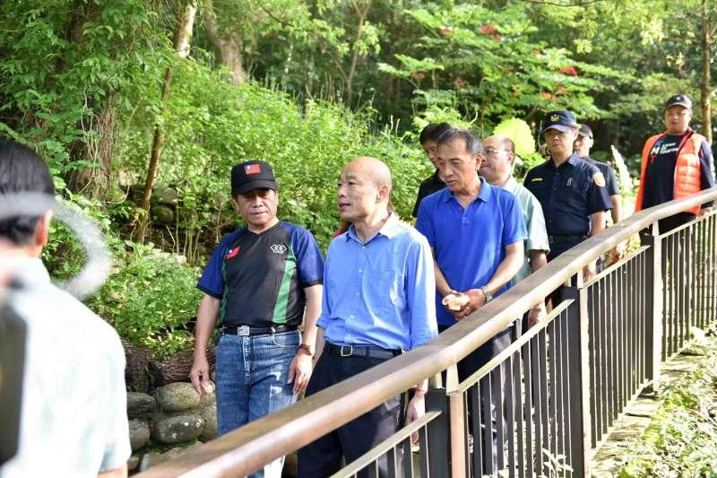 高雄市長韓國瑜視察茂林紫斑蝶園區,力推高雄後花園。(高雄市政府提供)