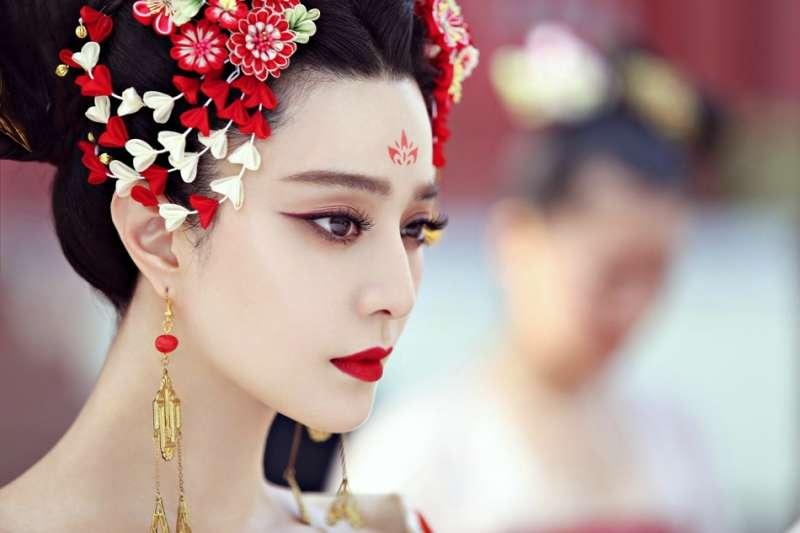 范冰冰在《武媚娘》中的造型已融入現代妝容特色,並未完全反映史實(圖/IMDb)