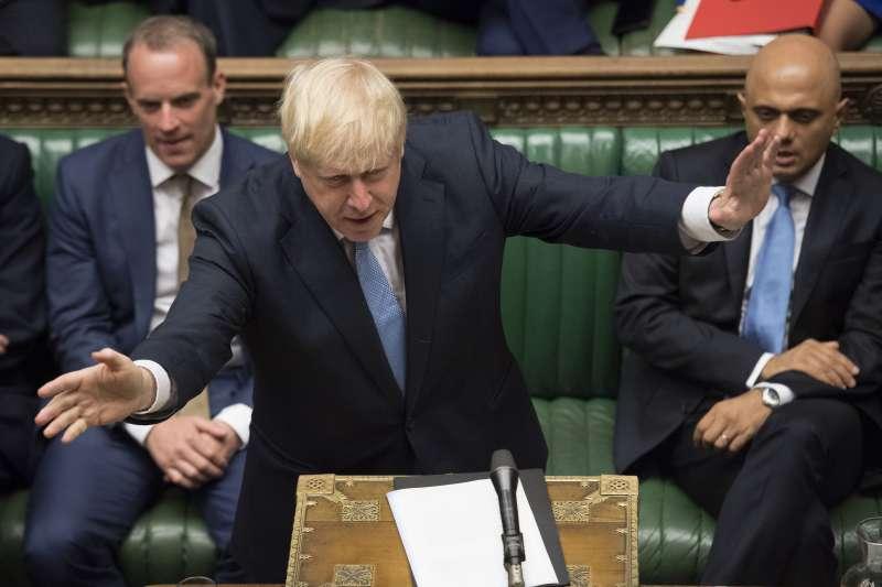 2019年7月25日,英國新任首相強森(Boris Johnson)首度在國會發表談話(AP)