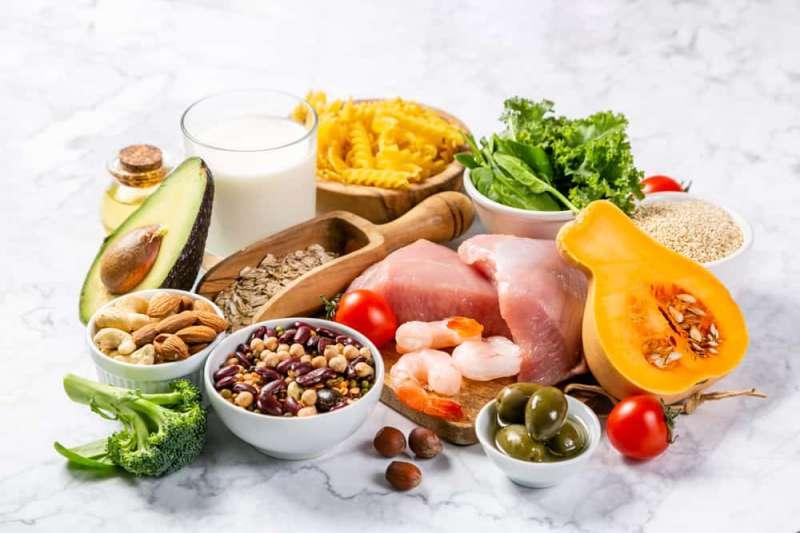 得舒飲食(DASH Diet)是一種透過日常減納、攝取均衡食材的健康飲食方式,來達到降血壓的功效。(圖/Hello醫師提供)