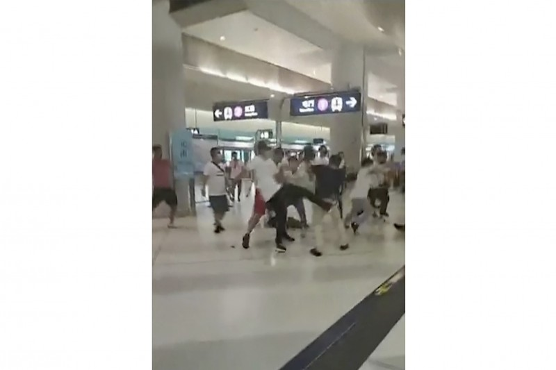 20192年7月21日,香港反送中運動人士在元朗遭到「白衣人」暴力攻擊(AP)