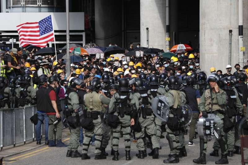 香港「反送中」運動,市民在7月27日發起「光復元朗」遊行,警方嚴密監控。(資料照,AP)