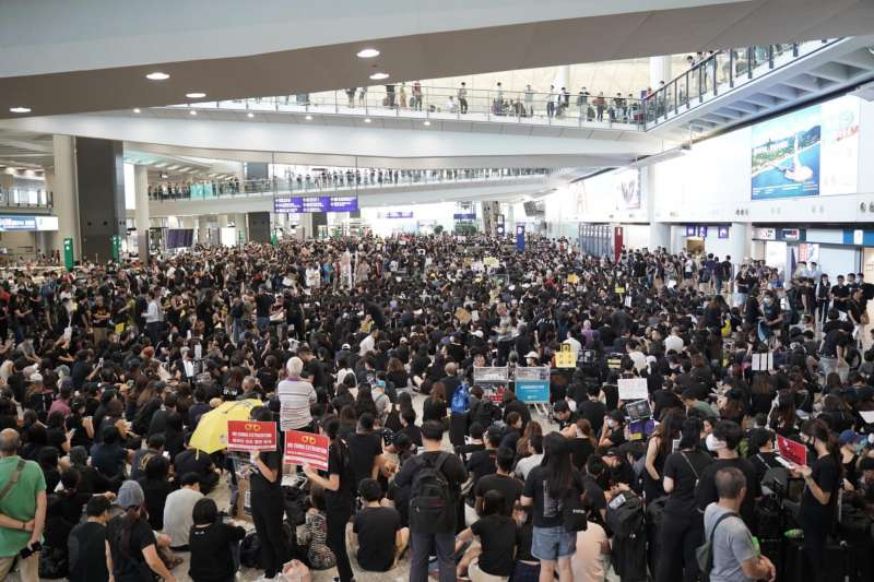 2019年7月26日,香港空勤人員總工會在香港國際機場集會力挺反送中(AP)