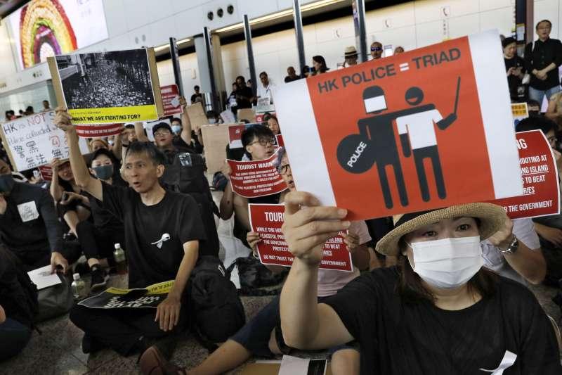 光復元朗:香港民眾痛批警方與不明白衣人為伍(AP)