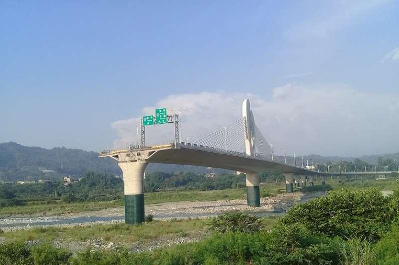 環評一切為2,完工的道路變成一個斷橋。(朱淑娟提供)