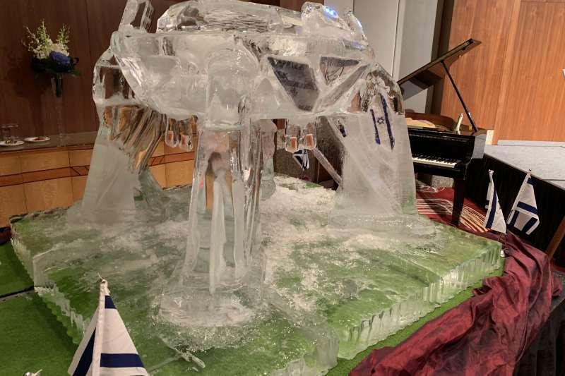 2019年以色列國慶酒會展示登月探測器「創世紀號」冰雕(簡恒宇攝)
