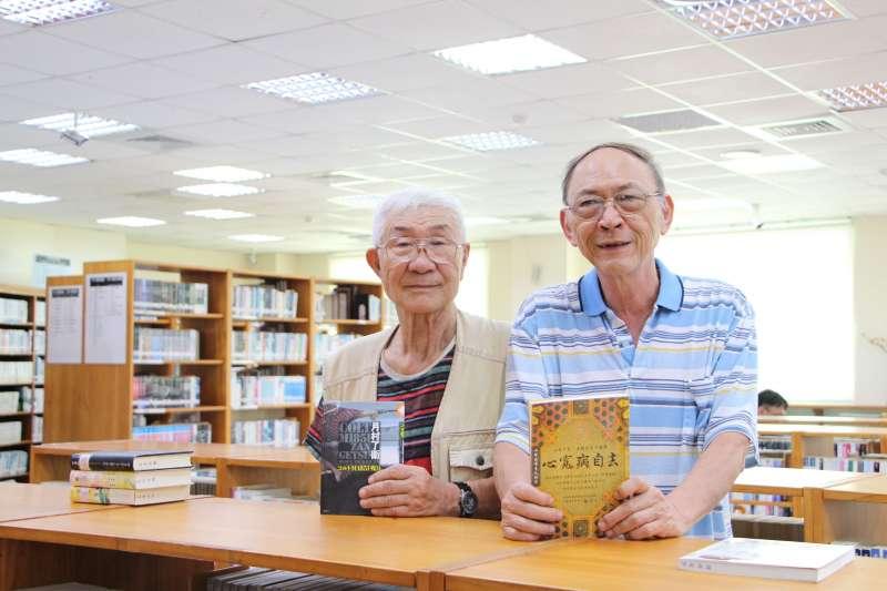 新北市立圖書館萬里分館高齡71的王曉江爺爺,與來自日本的74歲石井爺爺是好朋友,2人每年都會相約萬里分館看書話家常,6年來從不間斷相約。(圖/新北市立圖書館提供)