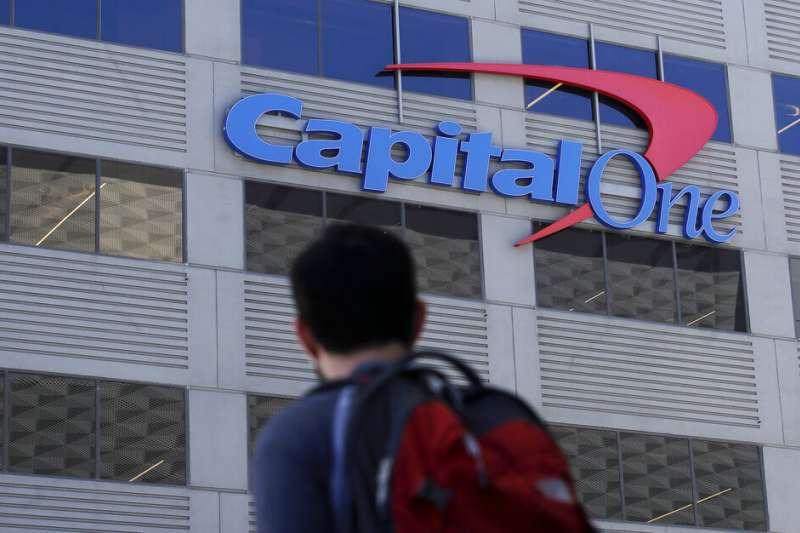 美國「第一資本」銀行29日驚爆伺服器遭駭、大量用戶個資外洩。(AP)