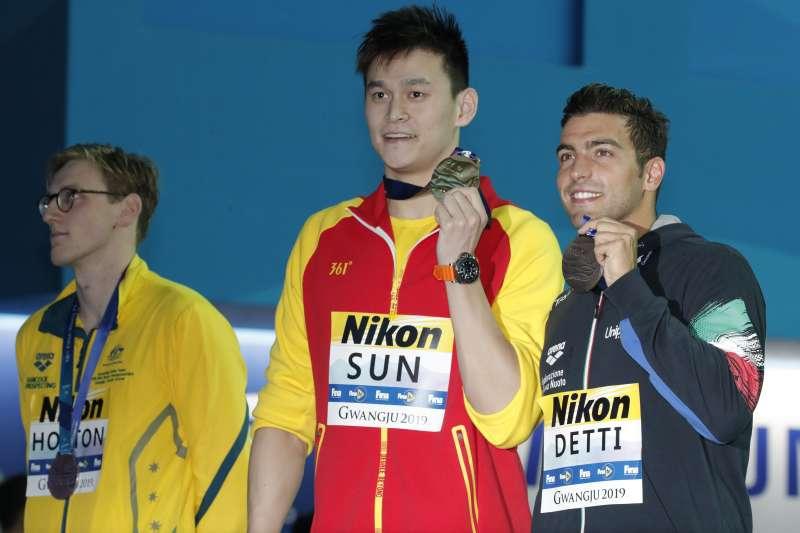 澳洲泳將霍頓拒絕與中國選手孫楊同台領獎,還曾暗酸孫楊是「禁藥騙子」。(圖/美聯社)