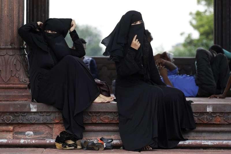 印度國會上議院30日通過穆斯林婦女婚姻權利保障法,禁止穆斯林男性說三次「休妻」就能離婚的習俗(美聯社)