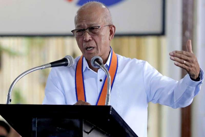 菲律賓國防部長羅倫沙納稱,中國軍艦未提外交申請即通過菲國南端,菲律賓已提出外交抗議。(AP)