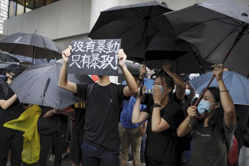 反送中事件持續延燒,北京29日透過港澳辦記者會表示,堅持一國兩制、支持香港特首的處理、支持警察嚴格執法。(資料照,AP)