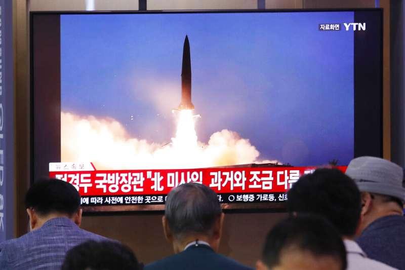 北韓7月31日再度發射不明飛行物,南韓分析可能是KN-23短程飛彈,但北韓官媒稱是「大口徑火箭砲」。(美聯社)