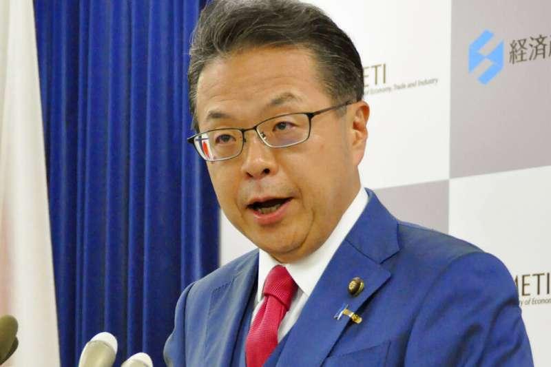 2019年8月2日,日本將南韓踢出貿易優待白名單外,經濟產業大臣世耕弘成發表聲明。(AP)