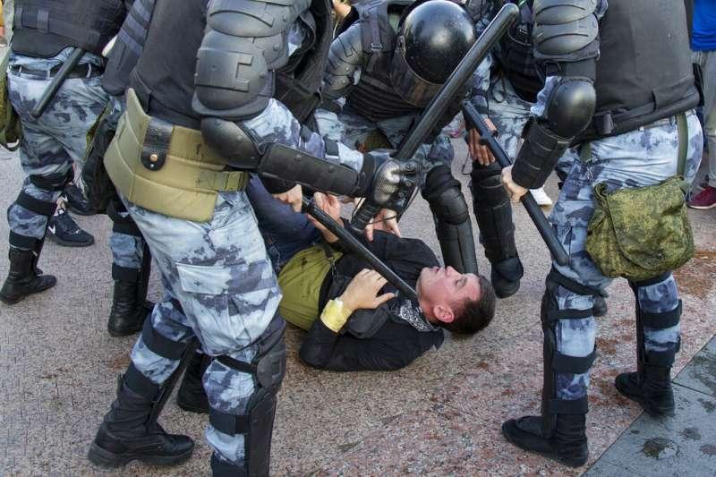 莫斯科法院本月2日裁定,88人將為參與上周的示威遭判監禁、332人遭罰款。(美聯社)