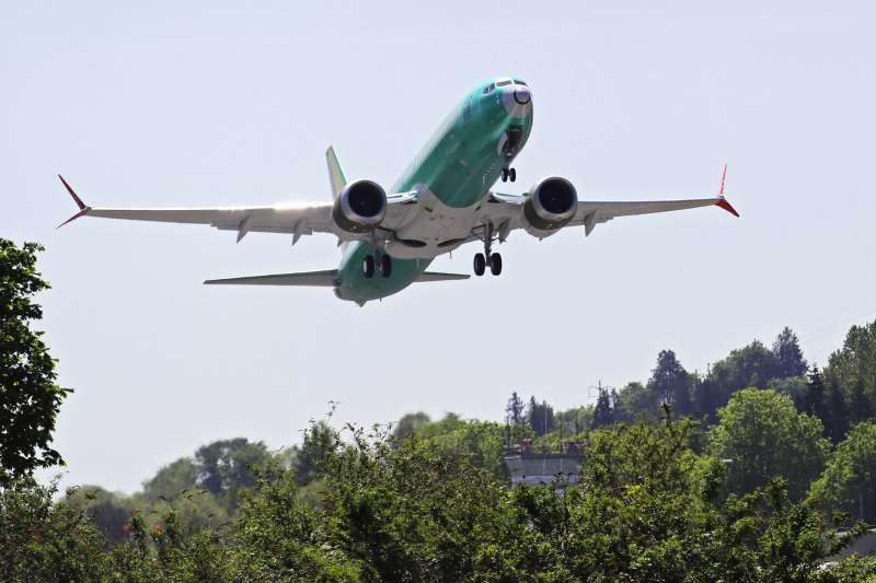 溫室氣體排放造成全球暖化危機,航空業者也大受衝擊,導致越來越多人拒搭飛機(AP)