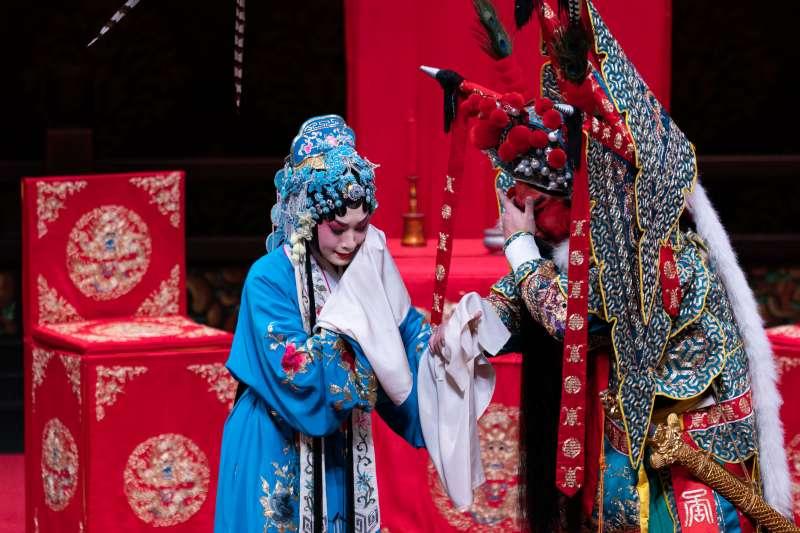 吳漢與公主兩人同哭,這段【二黃快三眼】特別有韻味。(作者提供)