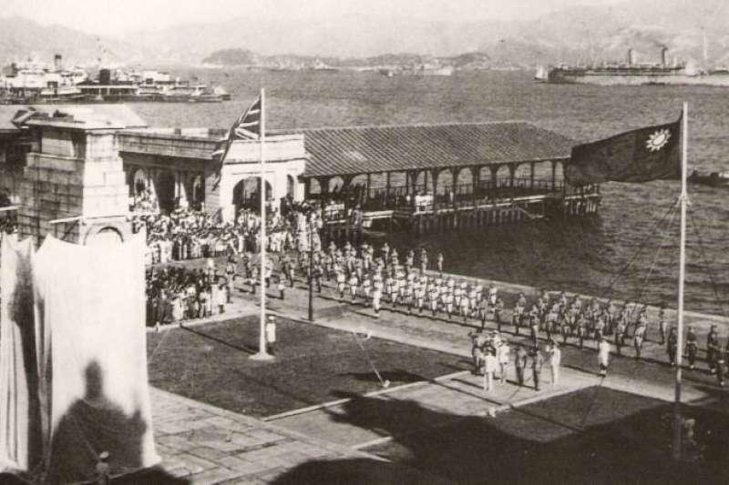 20190807-1945年日本向盟軍投降,9月香港重光後,中、英雙方舉行勝利巡遊。(資料照,取自維基百科/公有領域)