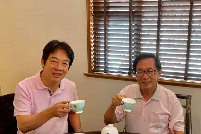20190811-前總統陳水扁(右)11日在故鄉台南,與日前剛返國的前行政院長賴清德(左)會面,兩人不約而同都穿著粉紅色POLO衫,舉杯合影留念。(取自YonGe Chen臉書)
