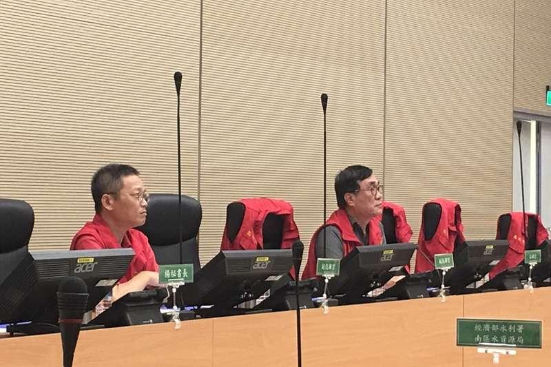 高雄市政府11日下午於災害應變中心召開工作會議,右為副市長李四川。(高雄市政府提供)