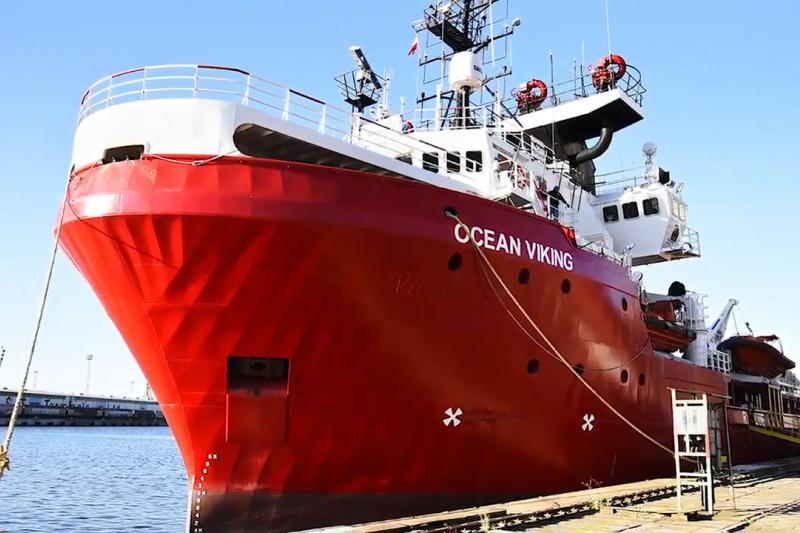 海洋維京號是由法國兩個慈善組織「地中海SOS救援組織」與「無國界醫生組織」負責營運。(圖/ SOS MEDITERRANEE Italia@youtube)