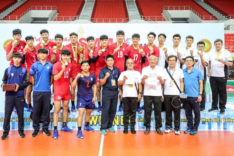 中華隊在U23亞洲排球錦標賽奪金。 (圖片取自Asian Volleyball Confederation臉書粉絲團)