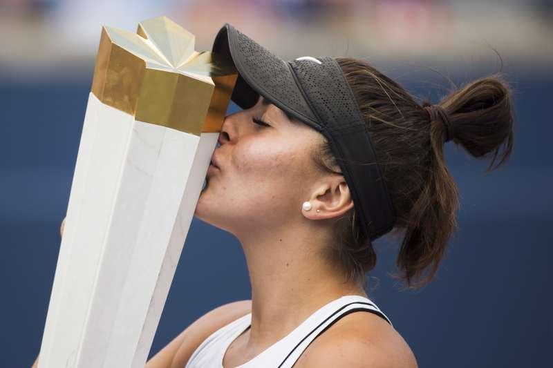 19歲的安德里斯庫在小威廉絲宣布退賽後,拿下羅傑斯盃女單冠軍。 (美聯社)