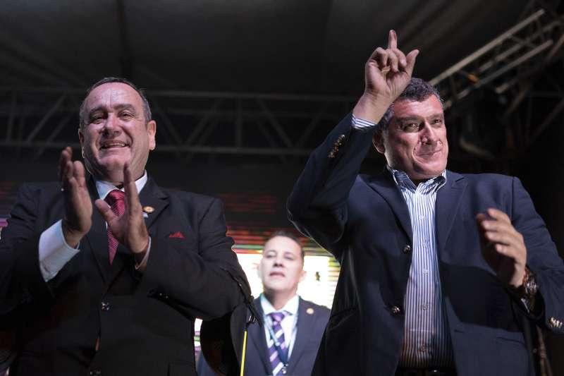 瓜地馬拉總統大選:賈麥岱(左)與卡斯提佑當選正副總統,均為台灣長年友人(AP)