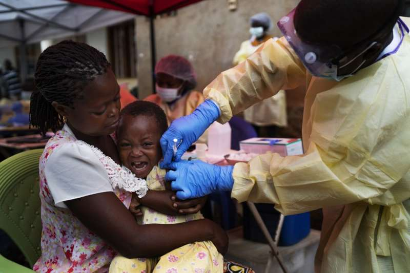 剛果伊波拉爆發滿一週年,科學家發布好消息宣布伊波拉將可被治療及防疫。(美聯社)