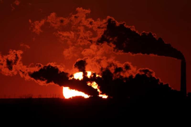 美國《2018年氣象狀態報告》指出,2018年是史上第四熱,全球溫室氣體排放量更創下歷史新高(美聯社)