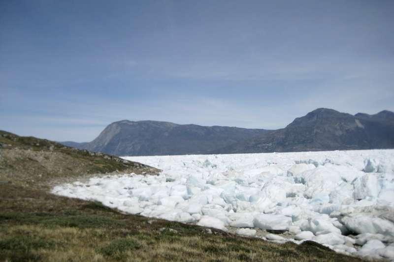 今年7月起,格陵蘭融冰量與總降雪量總共減少超過2500億噸。(AP)
