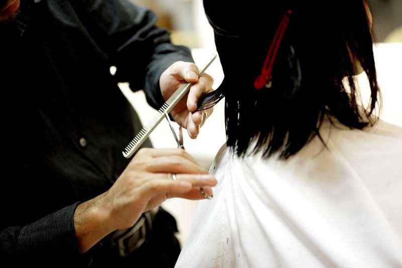要如何跟設計師溝通出完美髮型呢?(示意圖/pakutaso)