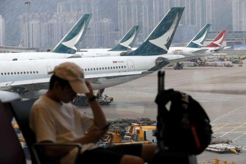 反送中抗議延燒,香港機場12日緊急關閉所有航線,13日已逐漸恢復。(AP)