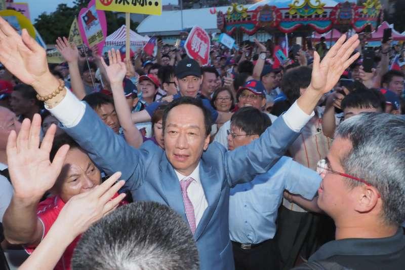 鴻海創辦人郭台銘參選意向尚未明朗,但其幕僚指出,內部民調顯示,郭台銘參選會吸走綠營支持者的票,而非韓國瑜的票。(資料照,林瑞慶攝)