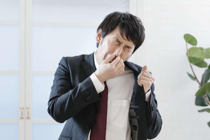 腎虛確實是會導致出汗多這種情況出現,但是容易出汗,並不一定就是腎虛。(示意圖非本人/すしぱく@pakutaso)