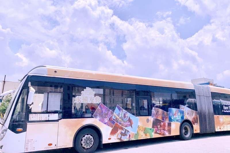 台中市政府交通局跟迪士尼公司跨界合作,打造全國唯一迪士尼主題彩繪雙節公車。(圖/臺中市政府交通局提供)