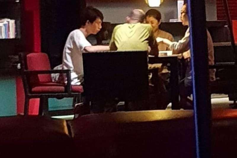 民進黨籍高雄市議員林智鴻指出,有粉絲和他爆料,高雄市長韓國瑜(見圖)宣稱自己上任後沒打過麻將,但卻在年初前往峇厘島度假時大打一場。(取自「鳳山要紅  林智鴻」臉書)