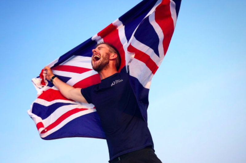 來自英國威爾斯的戴克斯,花費352天徒步走完長江。(截自AshDykes推特)