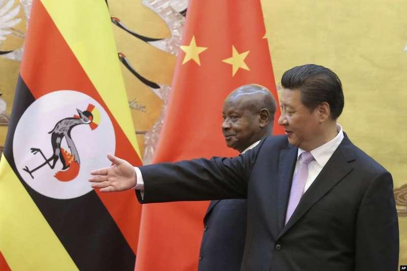 中國國家主席習近平和烏干達總統穆塞韋尼(AP)