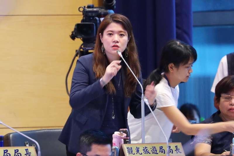 台中市府觀旅局長林筱琪在議會報告台灣燈會經費預算概況。(圖/臺中市政府提供)