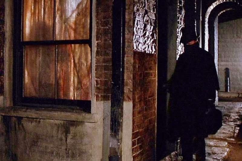 開膛手傑克的連環殺人案,到現在已經過了超過一百年,這惡名昭彰殺人犯的身分依舊是個謎。(圖/取自IMDb)
