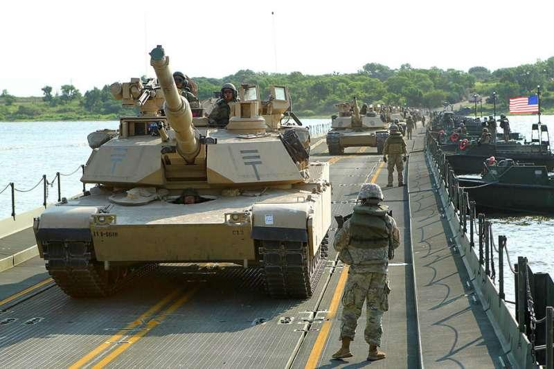 軍方採購M1A2戰車(翻攝自U.S. Army Reserve臉書)