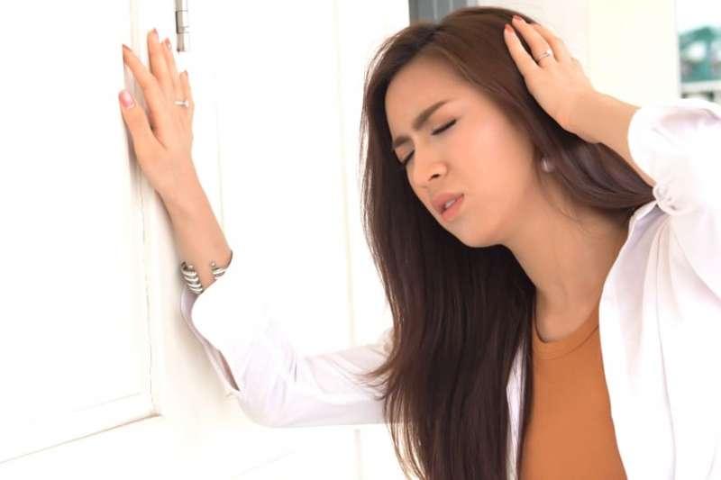 頭暈竟可能是中風徵兆?(圖/Hello醫師提供)