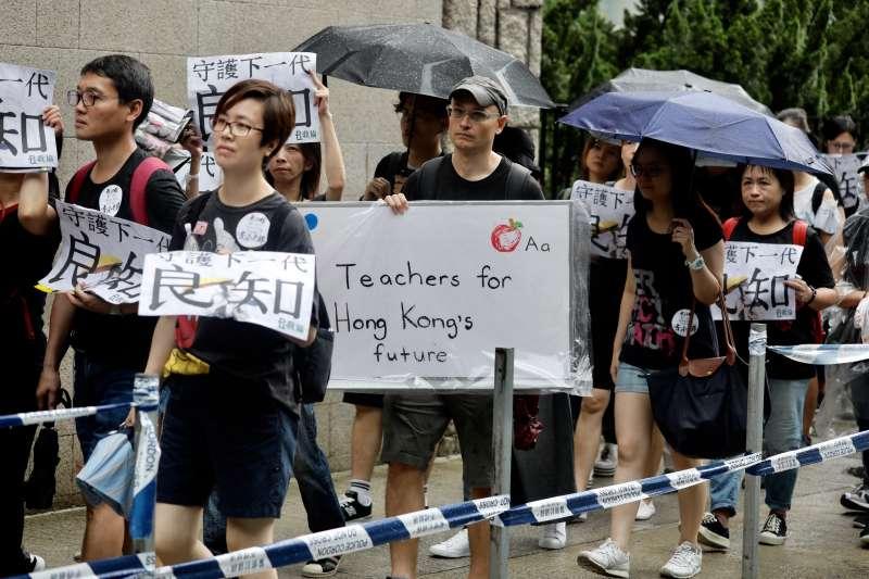 香港反送中。2019年8月17日,香港教育專業人員協會(教協)發起大遊行,呼籲教育工作者「守護下一代,為良知發聲」(AP)