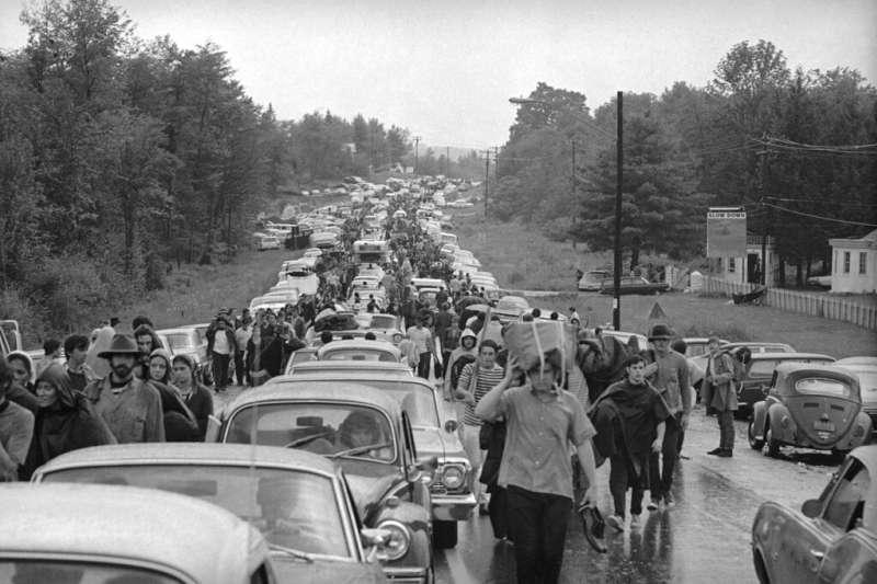 1969年,胡士托音樂節所在小鎮在短短3天內湧入45萬人,許多人甚至必須步行15公里才能抵達會場。(美聯社)