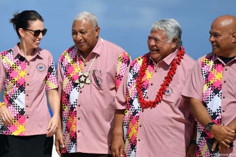 斐濟總理巴依尼馬拉馬(左2)批評澳洲總理莫里森「非常侮辱人」(德國之聲)