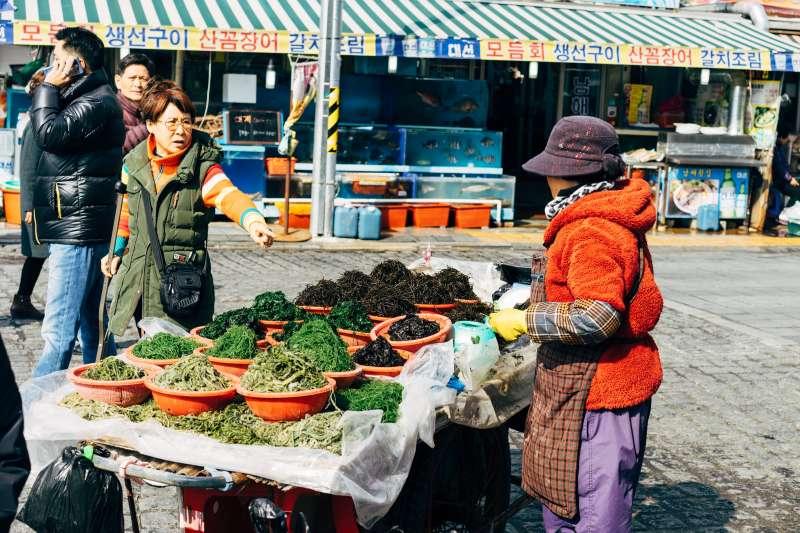 韓國人對通勤時間的接受度較高,就算是住在首爾的居民,也能夠接受長達一小時的通勤時間(圖/Unsplash)